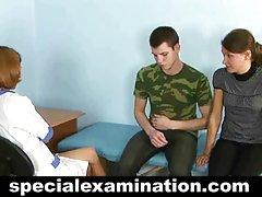 Młoda dziewczyny na goło zdjęcia para podczas ginekomastii egzamin