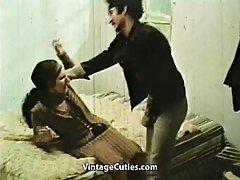 Filmy prono mąż wrócił za seks ze swoją nudną żoną (1970 vintage)